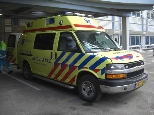 Wauw, als je dan toch een keer in een ambulance moet, dan maar in eentje die echt vet cool is!